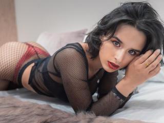 AntoniaHoffman nude on cam
