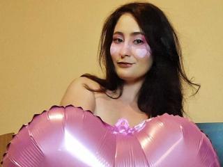 Voir le liveshow de  WiseStar de Xlovecam - 22 ans - Cute  girl  next door