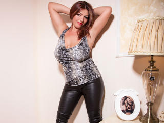 Voir le liveshow de  YulliaMilf de Xlovecam - 43 ans - Give me your hot mind and maybe I am the one you need for tonight! Look into my eyes, let me se ...