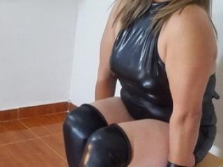 FranchescaFontaine nude on cam