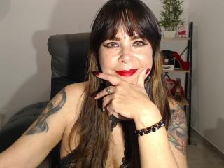 Voir le liveshow de  EvaLuv de Xlovecam - 48 ans - I am a mature and naughty woman who enjoys sex