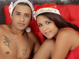 Voir le liveshow de  Tatanysamantha de Xlovecam - 29 ans - We are a nice couple of latins who are looking for new sex adventures