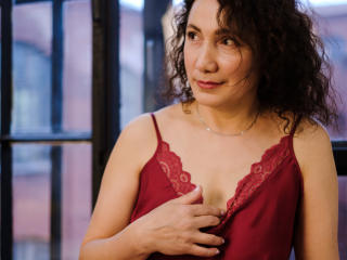 Voir le liveshow de  AlbaGiovanni de Xlovecam - 52 ans - I love to talk about sex, your preferences and fantasies. Also I love roleplay, it turns me r ...