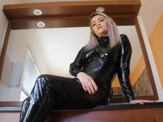 Voir le liveshow de  HarleyPink de Xlovecam - 20 ans - I am a naughty girl ready for serve and obey you