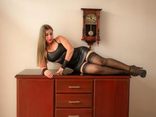 Voir le liveshow de  SweetSora de Xlovecam - 33 ans - My name is camila i am Colombian, 33 years old, in this small space i want to write who i am†...