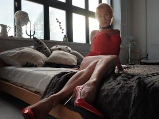 Voir le liveshow de  MissSonia de Xlovecam - 21 ans - Domination, BDSM, humiliating, sexy !