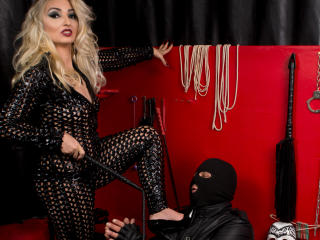 Voir le liveshow de  MissAchlys de Xlovecam - 38 ans - I am  a very strict Mistress who dont like be questioned of my orders...my slaves just have to  ...