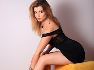 Voir le liveshow de  MayaMuse de Xlovecam - 22 ans - Long blonde hair, big brown eyes, a sweet smile that can melt anyone and loads of cuteness to sha ...