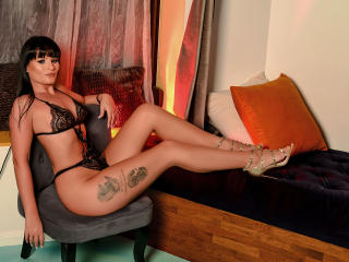 Voir le liveshow de  AliceVentura de Xlovecam - 28 ans - Encourage me, play with me, listen my sweet voice moaning for you, show me what you have for  ...