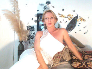 Voir le liveshow de  DesireXHot de Xlovecam - 41 ans - I am a very sensual and natural woman who love sex and sensuality , and i share it with all of  ...