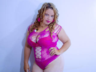 Voir le liveshow de  VivianPorto de Xlovecam - 27 ans - I'm a naughty and sexy latin girl always bready to fuck with all the horny guys!