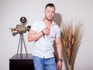 Voir le liveshow de  EthanEverhard de Xlovecam - 21 ans - I`m very playful and exciting. I love to tease! I like letting someone watch me while they p ...
