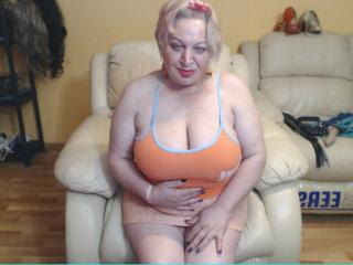 Voir le liveshow de  JustLayla de Xlovecam - 60 ans - I like to experiment in sex, to learn new things.I expect men with good imagination, happy to tr ...
